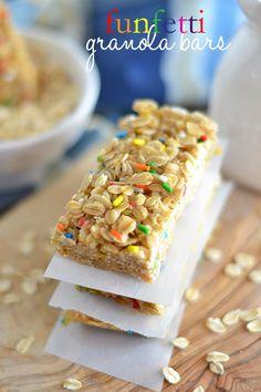 Funfetti Granola Bars ~ a fun twist on boring old granola! Great lunch item for the kids!
