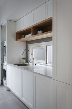 Luxe laundry featuring white Shaker cabinetry and open timber shelving from Freedom Kitchens. By winners Josh & Elyse. Laundry Nook, Laundry Room Storage, Laundry In Bathroom, Laundry Cupboard, Laundry Cabinets, Living Room Designs, Interior Design Living Room, Living Spaces, Küchen Design