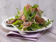 Rucolasalat mit Parmaschinken - und Kaperndressing - smarter - Kalorien: 170 Kcal - Zeit: 20 Min.   eatsmarter.de