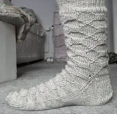 """The pattern suggests 2oz vintage """"3ply sock yarn"""" - note that this is closer to modern 4ply. The tension as given will produce a sock 9"""" around the ankle, with foot length of 10""""-11""""."""