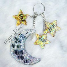 Shoot to the moon and carry a symbol of your love for the people in your life. This made to order custom set is stunning. Diy Resin Keychain, Acrylic Keychains, Cute Keychain, Keychain Ideas, Diy Resin Art, Diy Resin Crafts, Duct Tape Crafts, Washi Tape, Keychain Design