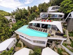 Tropical Thailand has presented us with yet another stunning resort built amongst the trees of sunny Koh Samui. Sicart & Smith Architects were charged