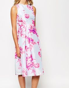 Aumentar Vestido de graduación a media pierna con estampado floral satinado Debutante de True Violet