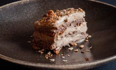 How to do a sugar-free honey cake (without honey). Sugar Free Honey, Honey Cake, Plant Based Milk, Creme Fraiche, Baking Pans, Granola, Almond, Gluten Free, Cakes