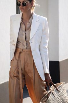 Minimalistic Outfits For Spring, Spring Outfits, Chic minimalist outfit for spring Trend Fashion, Fashion Mode, Work Fashion, Spring Fashion, Womens Fashion, Fashion Fashion, Retro Fashion, Korean Fashion, High Fashion
