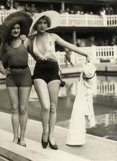 1930s bathing beauties - seriously daring one on the right!