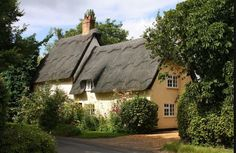 Example of thatched house ~ Lyme Regis ~ Dorset ~ England Thatched House, Thatched Roof, English Country Cottages, English Countryside, Country Houses, Beautiful Buildings, Beautiful Homes, Beautiful Places, Cute Cottage