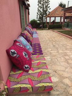 Wax daybed garden furniture For other models, you can visit the category. For more ideas, … African Interior Design, African Design, African Textiles, African Fabric, African Prints, Indian Balcony Designs, African Furniture, African Home Decor, Home And Deco