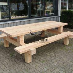 picknicktafel forreest gemaakt van douglas hout kan ook op maat worden gemaakt bij leven in stijl meubelmakerij #outdoorfurniture