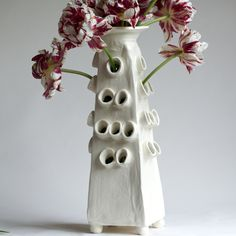 Pyramid Tulipiere, Frances Palmer Pottery - i'd like to make a vase for my daughter! she loves tulips! Hand Thrown Pottery, Hand Built Pottery, Slab Pottery, Pottery Vase, Ceramic Pottery, Pottery Cool, Ceramic Clay, Ceramic Vase, Clay Vase