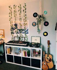 Teenage Room Decor, Teen Decor, Cute Room Ideas, Cute Room Decor, Hipster Room Decor, Indie Bedroom Decor, Hipster Dorm, Flower Room Decor, Tumblr Room Decor