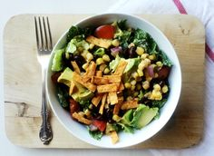 This is the first salad that I'm officially obsessed with and can't stop making. I could eat this for breakfast, lunch and dinner (and I probably have, actually). Think of this salad as… Southwest Salad, Vegan Dishes, Lunches And Dinners, Black Beans, Paleo Recipes, Cobb Salad, Onion, Avocado, Food And Drink