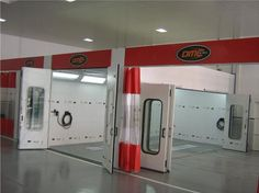 Cabine de pintura com porta lateral