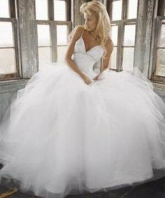 Top Ten Wedding Dresses | Top 10 Most Expensive Wedding Dresses in the World | AModMag.com
