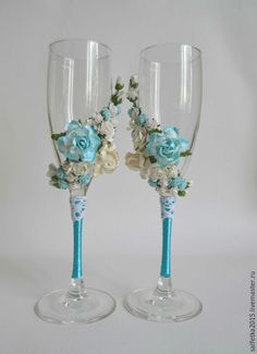 66 Amazing Wedding Glass Decorations For Your Table Bridal Glasses, Wedding Wine Glasses, Wedding Champagne Flutes, Champagne Glasses, Homemade Bird Houses, Wine Bottle Glasses, Flax Flowers, Wine Glass Candle Holder, Wine Glass Crafts