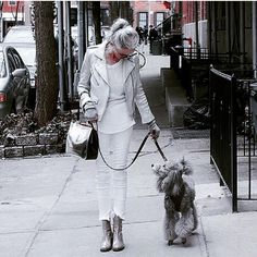 Linda Rodin A whiter shade of pale. Quirky Fashion, Fashion Over 50, Rodin, Fifty Not Frumpy, Advanced Style, Going Gray, Fashion Stylist, Old Women, Wearing Black