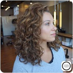 6 Tricks to Try When Your Wavy Hair is Flat curly cut and color by evan joseph salon Curly Wigs, Short Curly Hair, Curly Hair Styles, Natural Hair Styles, Natural Wavy Hair Cuts, Medium Curly, Medium Wavy Hair, Natural Wavy Hairstyles, Medium Permed Hairstyles