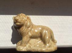 Wade Whimsey Leeuw beeldje rode Rose thee American Series #1 Lion beeldje standbeeld Wade porselein aardewerk kunst 1983-85