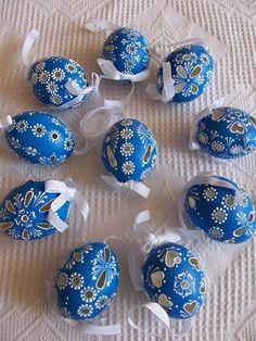 Potěšení z drátků. a nejenom z nich Carved Eggs, Egg Tree, Easter Dinner, Egg Decorating, Easter Crafts, Easter Eggs, Diy And Crafts, Christmas Decorations, Carving
