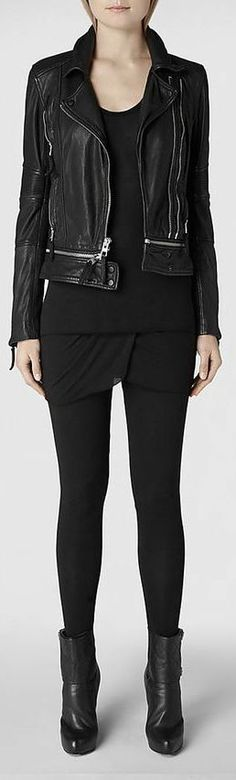 cute layering idea in all black + leather