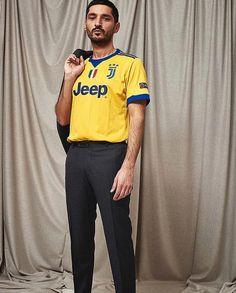 Classic Football Shirts, Vintage Football Shirts, Football Kits, Football Jerseys, Football Fashion, Athleisure, Street Wear, Soccer, Street Style