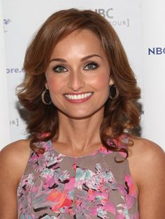 Very few people love food as much as Giada De Laurentiis does, and it shows - but this celebrity chef's story is is far less sweet than you imagine. Giada De Laurentiis, Latest Celebrity Gossip, Celebrity News, Giada At Home, Most Beautiful Eyes, Beautiful People, Beautiful Women, Tv Chefs, Gastronomia