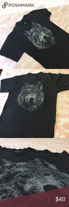 Where my wolves 🐺 1981 Vintage Masterpiece / 🌙 Amazing Black beauty . 1981 Wolf / Dog 🐺 Diamond Dust Vintage Masterpiece. Medium with some light fading , front is still super sparkly 😍 This one is a keeper 🌙⚡️ ow ow ow ❤️ Vintage Tops Tees - Short Sleeve