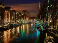 More than 350 concepts vied to participate in the Amsterdam Light Festival now underway in the Dutch capital. Xi Jia saw the spectacle from the city's famous canals and brings us this report. Amsterdam Weekend, Amsterdam Winter, Amsterdam Things To Do In, I Amsterdam, Amsterdam Canals, Winter Festival, Festival Lights, Winter Travel, City Streets