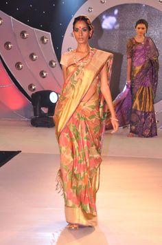 Gaurang Shah at Lakmé Fashion Week Winter/Festive 2012 South Silk Sarees, Desi Clothes, Indian Clothes, Traditional Silk Saree, Lakme Fashion Week, Beautiful Saree, Indian Sarees, Indian Wear, Indian Outfits