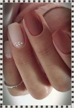 High 20 Wedding ceremony Nail Artwork Designs for Brides How to use nail polish? Nail polish on your own friend's nails looks perfect, however, you can't a Cute Acrylic Nails, Matte Nails, Gradient Nails, Holographic Nails, Beige Nails, Acrylic Nails Autumn, Nude Nails, Black Nails, Acrylic Nails Almond Matte