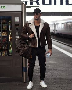 Rate this winter and travel look from Street Photography, Fashion Photography, Mens Style Guide, Casual Looks, Outfit Of The Day, Casual Outfits, Menswear, Hipster, Normcore