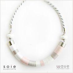 Wave nyaklánc - halvány rózsa/halvány szürke/fehér - csillámló