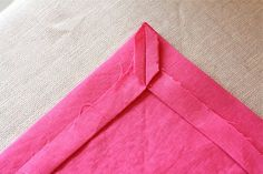 Sewing tutorials clothes mitered corners 17 ideas for 2019 Sewing Hacks, Sewing Tutorials, Sewing Crafts, Sewing Projects, Sewing Tips, Sewing Ideas, Linen Napkins, Cloth Napkins, Diy Sewing Table