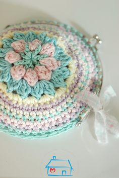 Marvelous Crochet A Shell Stitch Purse Bag Ideas. Wonderful Crochet A Shell Stitch Purse Bag Ideas. Crochet Wallet, Crochet Coin Purse, Crochet Purses, Crochet Gifts, Crochet Bags, Purse Patterns, Knitting Patterns, Crochet Patterns, Love Crochet