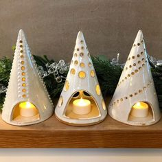 Most current Snap Shots Slab pottery tea lights Ideas Ceramics Projects, Clay Projects, Clay Crafts, Ceramic Christmas Decorations, Ceramic Christmas Trees, Raku Pottery, Pottery Sculpture, Slab Pottery, Pottery Wheel