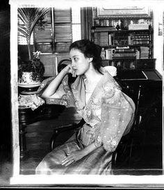 A Philippine Lady, Manila, Philippine Islands, 1899 John T. Pilot Collections shared by: Binibini sa Sagingan