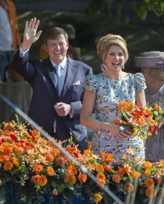 DE RIJP, NETHERLANDS - APRIL 26: King Willem-Alexander of The Netherlands and Queen Maxima of The Netherlands celebrate King's Day on April 26, 2014 in De Rijp, Netherlands