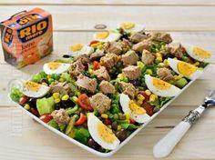 Salata cu ton – reteta video Tuna Fish Salad, Cobb Salad, Romanian Food, Miniature Food, Vegetable Recipes, I Foods, Couscous, Salad Recipes, Pesto
