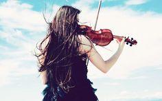 Lady palying violin