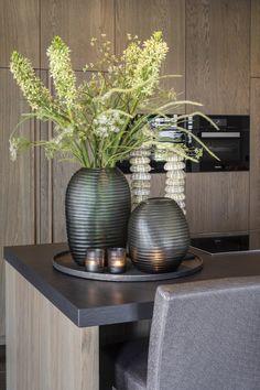 Tray Decor, Decoration Table, Contemporary Vases, Home Modern, Elegant Living Room, Interior Decorating, Interior Design, House Design, House Styles