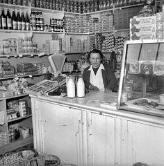 Epicerie. France, 1956. Paris 1900, Old Paris, Vintage Paris, Old Pictures, Old Photos, Vintage Photographs, Vintage Photos, Tante Emma Laden, Rue Mouffetard