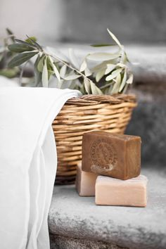 Seifen soap photography This Ivy House: Photo Handmade Soap Packaging, Handmade Soap Recipes, Handmade Soaps, Packaging Ideas, Homemade Scrub, Homemade Skin Care, Diy Skin Care, Homemade Gifts, Maybelline Concealer