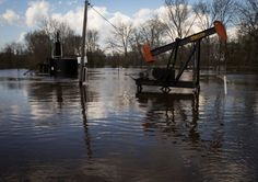An oil well sits underwater from flooding near Black Bayou in Oil City, La., on Sunday. Photo: Lee Celano, AP / The Shreveport Times