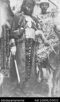 ◦Carnavales en la Sultana del Valle, caleños disfrazados. Cali. 1925.