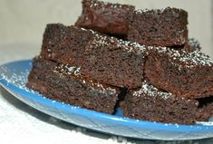 These decadent, healthy date brownies are gluten and refined sugar-free, made with sweet Medjool dates, raw honey, and nutty almond flour. Healthy Dessert Recipes, Healthy Baking, Healthy Desserts, Paleo Dessert, Healthy Dates Recipes, Healthy Slice, Paleo Sweets, Whole30 Recipes, Healthy Food