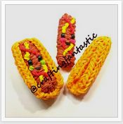 Rainbow Loom Happy Food Series - Hotdog - FeelinSpiffy - CraftingFantastic The… Rainbow Loom Tutorials, Rainbow Loom Patterns, Rainbow Loom Creations, Rubber Band Charms, Rubber Band Bracelet, Rubber Bands, Rainbow Loom Charms, Rainbow Loom Bracelets, Wonder Loom