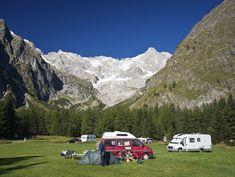 Wilde Campingplätze in der Schweiz: Vom Engadin bis ins Wallis California Camping, T6 California, Wild Campen, Wallis, Camping Glamping, Camper Life, Swiss Alps, Vw Bus, Future Travel