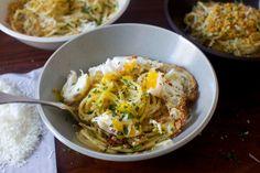 Breakfast pasta, anyone? Spaghetti Pangrattato with Crispy Eggs via Smitten Kitchen Kitchen Recipes, Cooking Recipes, Pasta Recipes, Dinner Recipes, Vegetarian Recipes, Healthy Recipes, Smitten Kitchen, Pasta Dishes, Food To Make