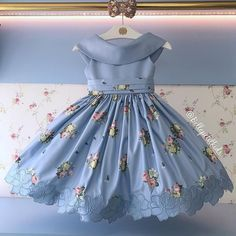 No photo description available. Frocks For Girls, Kids Frocks, Dresses Kids Girl, Little Dresses, Kids Outfits, Flower Girl Dresses, Cute Dresses, Baby Frocks Designs, Kids Gown