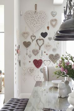 Romantic Valentine's Day Decoration Ideas to Beautify Your Home - Romantic Valentine's Day Decoration Ideas to Beautify Your Home - Heart Decorations, Valentines Day Decorations, Valentine Crafts, Valentine Heart, Decoration Shabby, Diy Home Decor, Room Decor, Heart Wall Art, Heart Wall Decor